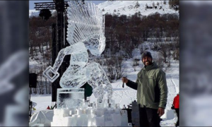 "Meet the Filipino Sculptor who was Given the ""King of Ice Carving"" Title in France"